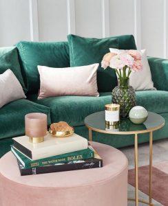 Phối màu xanh lá và hồng rose gold cho phòng khách