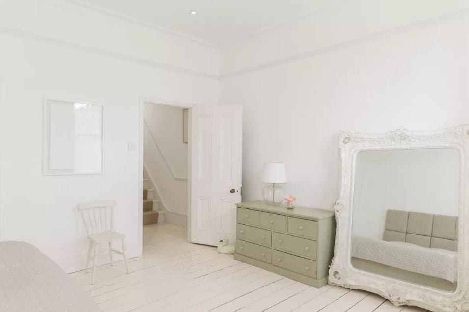 Mẹo phong thủy: Cách khắc phục hướng đặt giường ngủ đối diện cửa ra vào 3